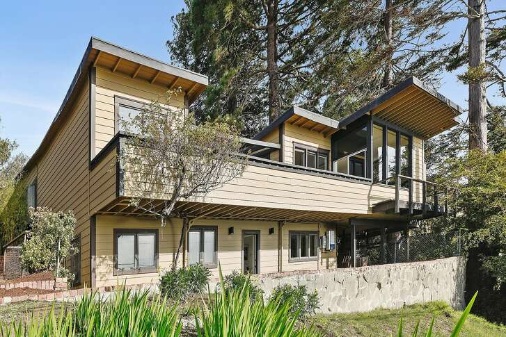 Architect William Wurster designed the sited and designed the Point Richmond home.