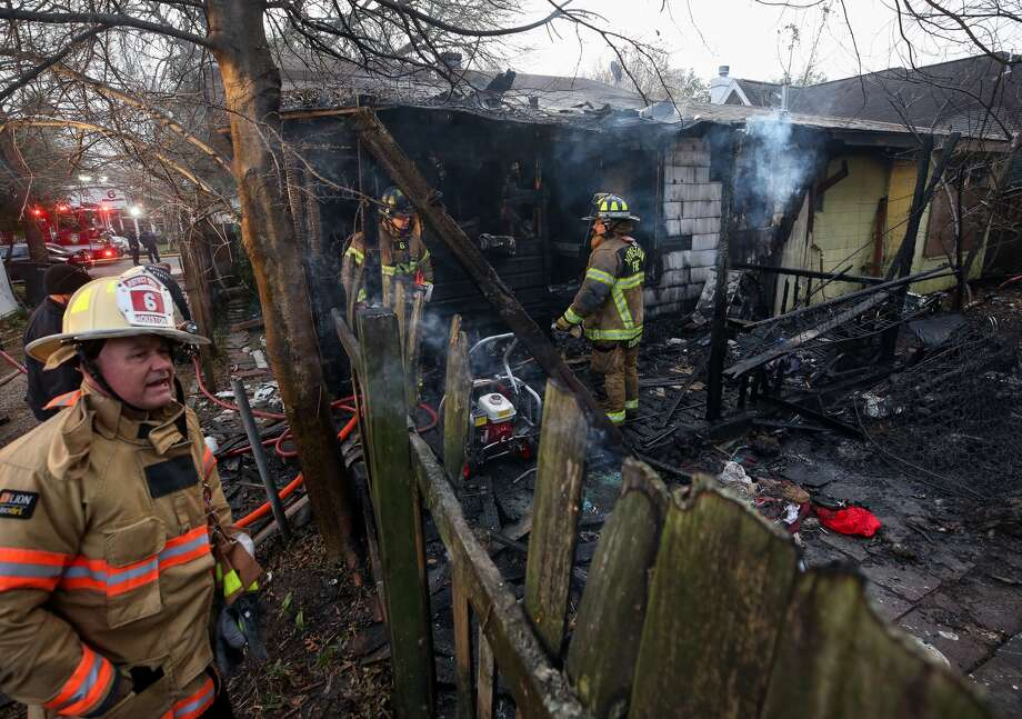 Houston firefighters investigate the scene of a fire at an abandoned home on the 500 block of Frasier Street Friday, Jan. 5, 2018, in Houston. (Godofredo A. Vasquez / Houston Chronicle)