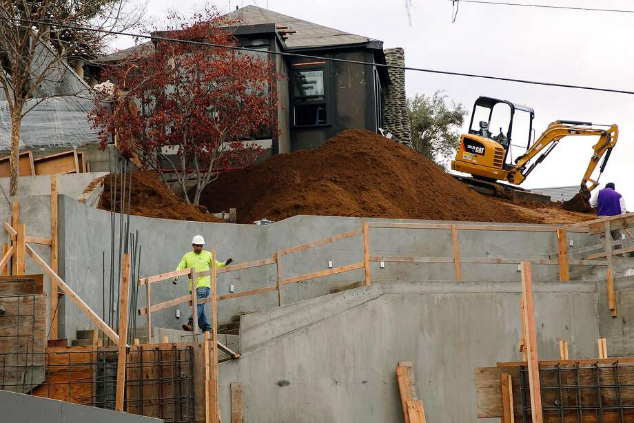 Construction continues on the backside of the 841 Chestnut St. property where a Willis Polk-designed mansion was torn down. Photo: Mason Trinca, Special To The Chronicle