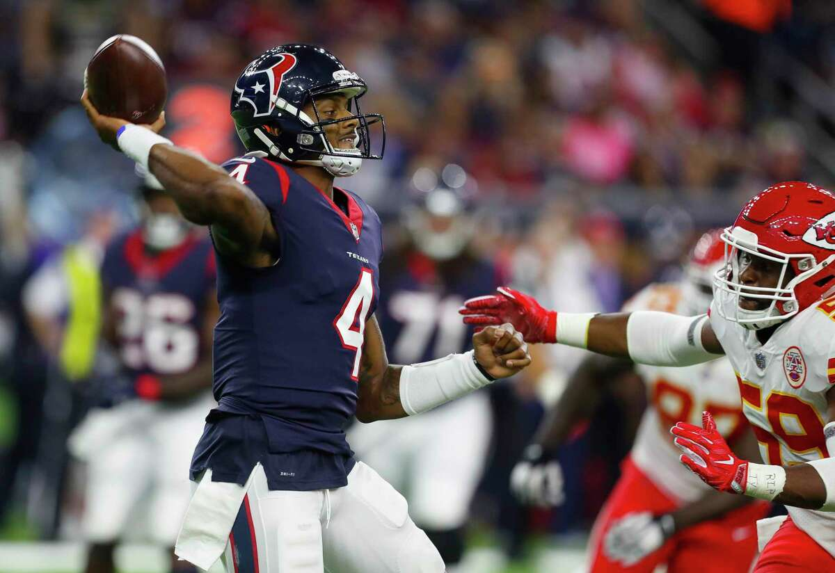 5 THINGS TO KNOW ABOUT TEXANS QB DESHAUN WATSON 3. Watson threw 19 touchdown passes. He passed Kurt Warner (18) for the most in NFL history for a quarterback in his first seven games. When he was injured, Watson was on a pace to throw for 43 touchdowns.