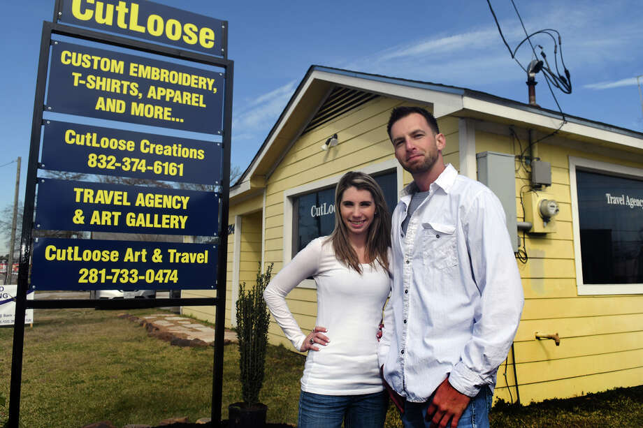 Amanda Garrett, left, and Skyler Browning are the co-owners of Cutloose Creations & Cutloose Art & Travel, located at 5214 S. Main St., which is holding it's grand opening on January 6, 2018, at 12:00 p.m. in Crosby. (Photo by Jerry Baker/Freelance) Photo: Jerry Baker, Freelance / Freelance