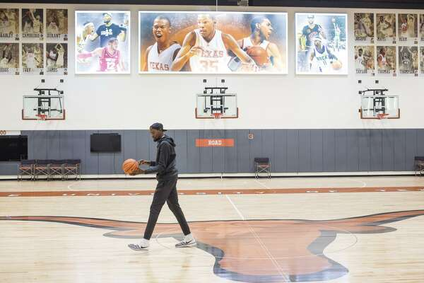 b8f7354b23b Warriors  Kevin Durant makes special homecoming at University of ...