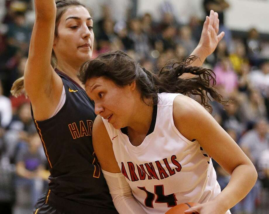 Southside's Madelyn Soto looks for room around Harlandale's Fawzieh Saleh during first half action held Friday Jan. 5, 2018 at Southside High School. Photo: Edward A. Ornelas, Staff / San Antonio Express-News / © 2018 San Antonio Express-News