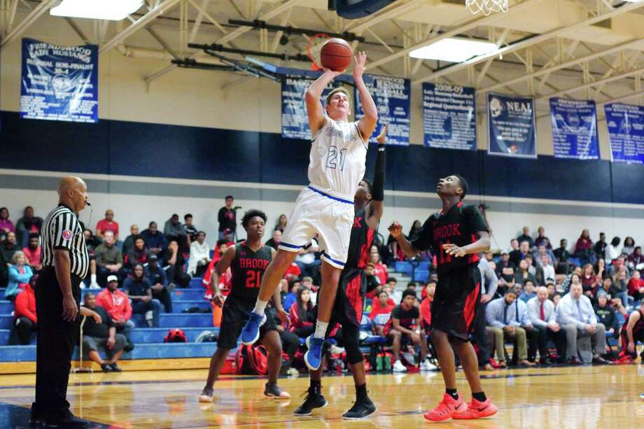 Friendswood's Ben Redding (21) puts up a shot against Clear Brook Friday at Friendswood High School. Photo: Kirk Sides / © 2017 Kirk Sides / Houston Chronicle
