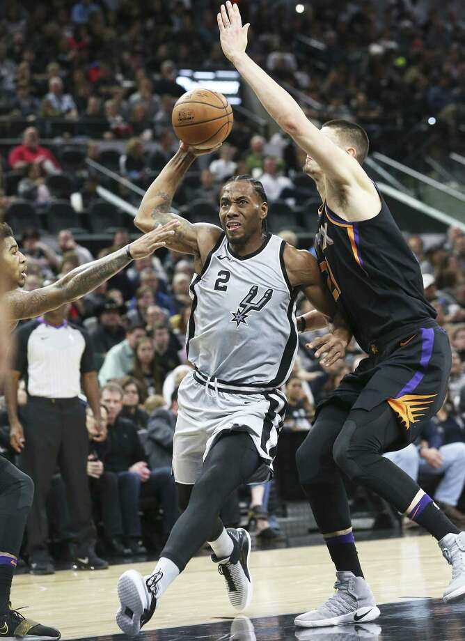 Kawhi Leonard gets ready to launch to the rim in the first half as the Spurs host the Suns at the AT&T Center on January 5, 2018 Photo: Tom Reel, Staff / San Antonio Express-News / 2017 SAN ANTONIO EXPRESS-NEWS