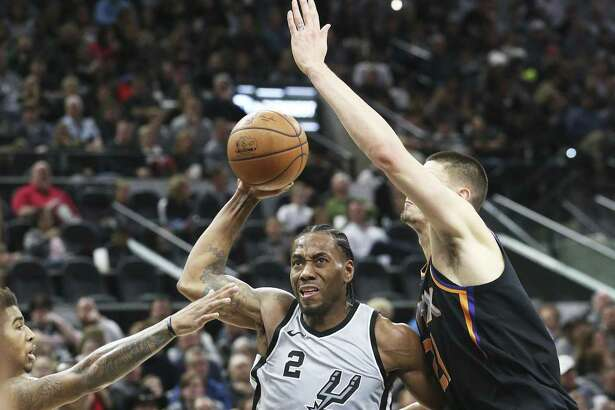 Kawhi Leonard gets ready to launch to the rim in the first half as the Spurs host the Suns at the AT&T Center on January 5, 2018