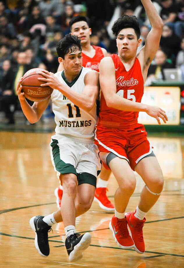 Nixon (29-6, 15-1 District 31-5A) meets the No. 4 seed out of District 32-5A, Brownsville Porter (10-14, 7-7), Tuesday night at Roma while Martin (20-13, 14-2) squares off against Brownsville Veterans — the team it beat in the regional quarterfinals last year — at Corpus Christi's Ray High School. Photo: Danny Zaragoza /Laredo Morning Times File