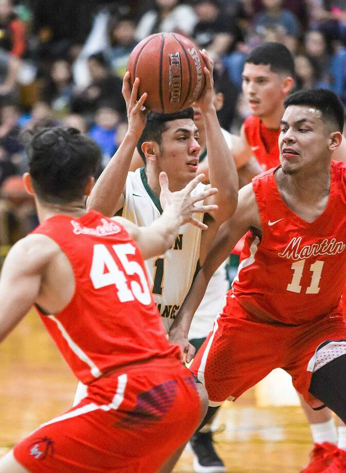 The Nixon Mustangs claimed two victories last week to move up to 20-5 overall and 6-0 in District 31-5A play. Photo: Danny Zaragoza /Laredo Morning Times