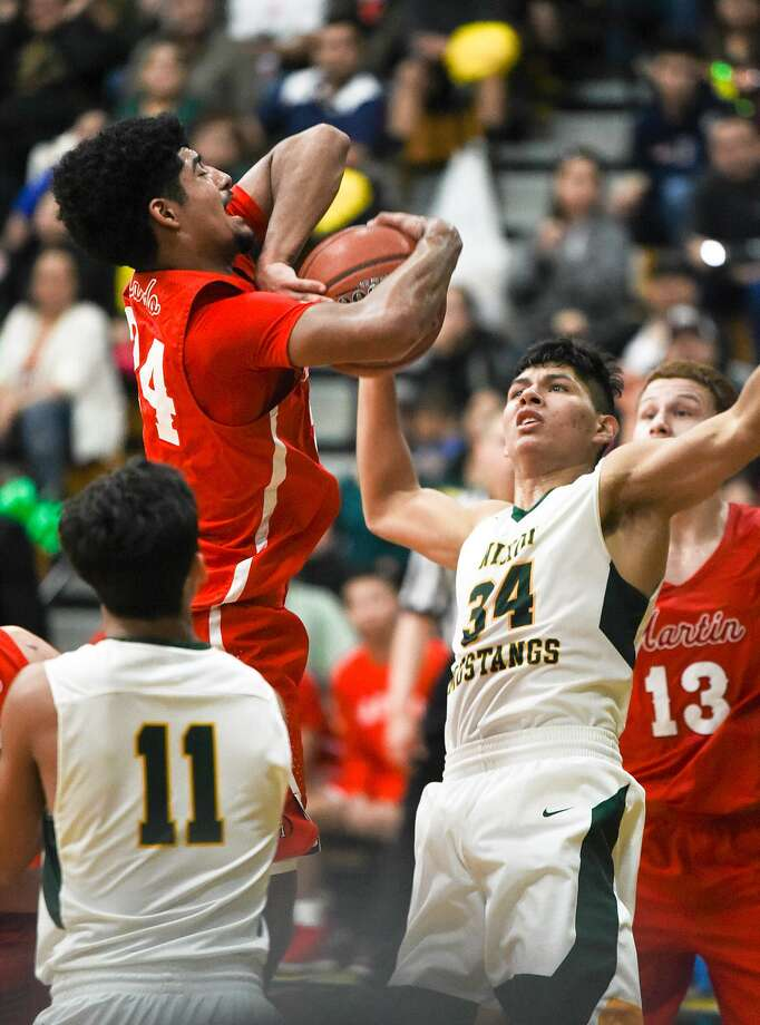 Mathew Duron and the Martin Tigers (14-13) are 8-2 in District 31-5A heading into this week, a close second to Nixon's (23-5) 9-0 league record. Photo: Danny Zaragoza /Laredo Morning Times File