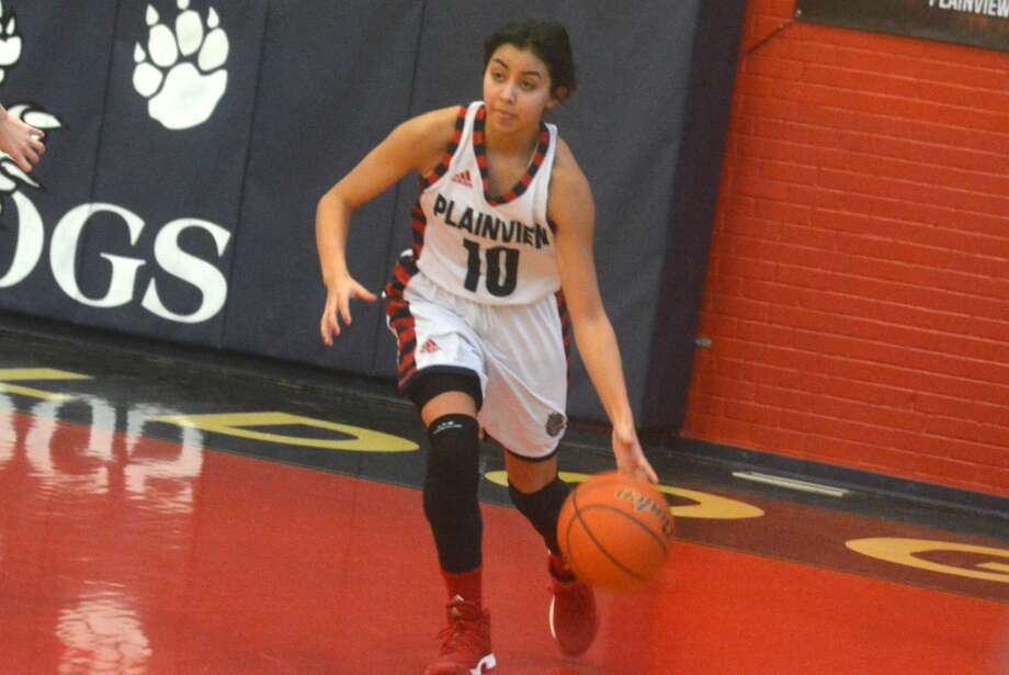 Plainview's Kristan Rincon led the Lady Bulldogs with 15 points and knocked down three 3-point shots in a victory at Caprock Friday night. Photo: Skip Leon/Plainview Herald