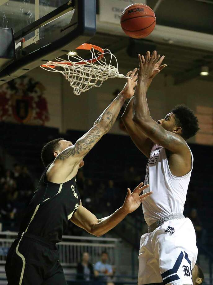 Rice Owls guard Bishop Mency (15) beats Charlotte 49ers forward Najee Garvin (1) to put the ball into the basket during the first quarter of the NCAA game at Tudor Field House on Saturday, Jan. 6, 2018, in Houston. Photo: Yi-Chin Lee, Houston Chronicle / © 2018  Houston Chronicle