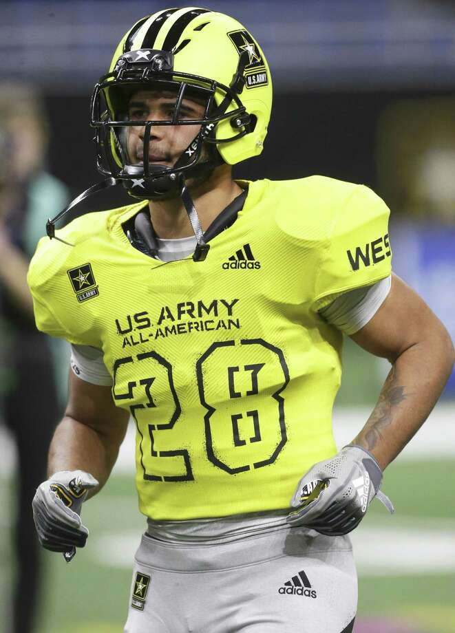 Brenden Brady trots onto the field to start the U.S. Army All-American Bowl at the Alamodome on January 6, 2018 Photo: Tom Reel, Staff / San Antonio Express-News / 2017 SAN ANTONIO EXPRESS-NEWS