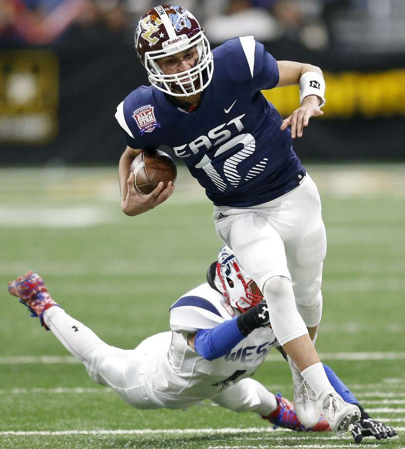 Highlands' Joseph Palafos of the East looks for room around JeffersonÕs Ian Garcia of the West during first half action of the 40th Anniversary San Antonio Sports All-Star Football Game held Saturday Jan. 6, 2018 at the Alamodome. Photo: Edward A. Ornelas, Staff / San Antonio Express-News / © 2018 San Antonio Express-News
