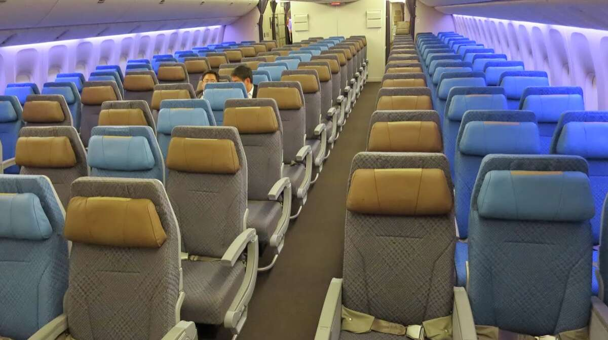 Economy class on Singapore Airlines B777