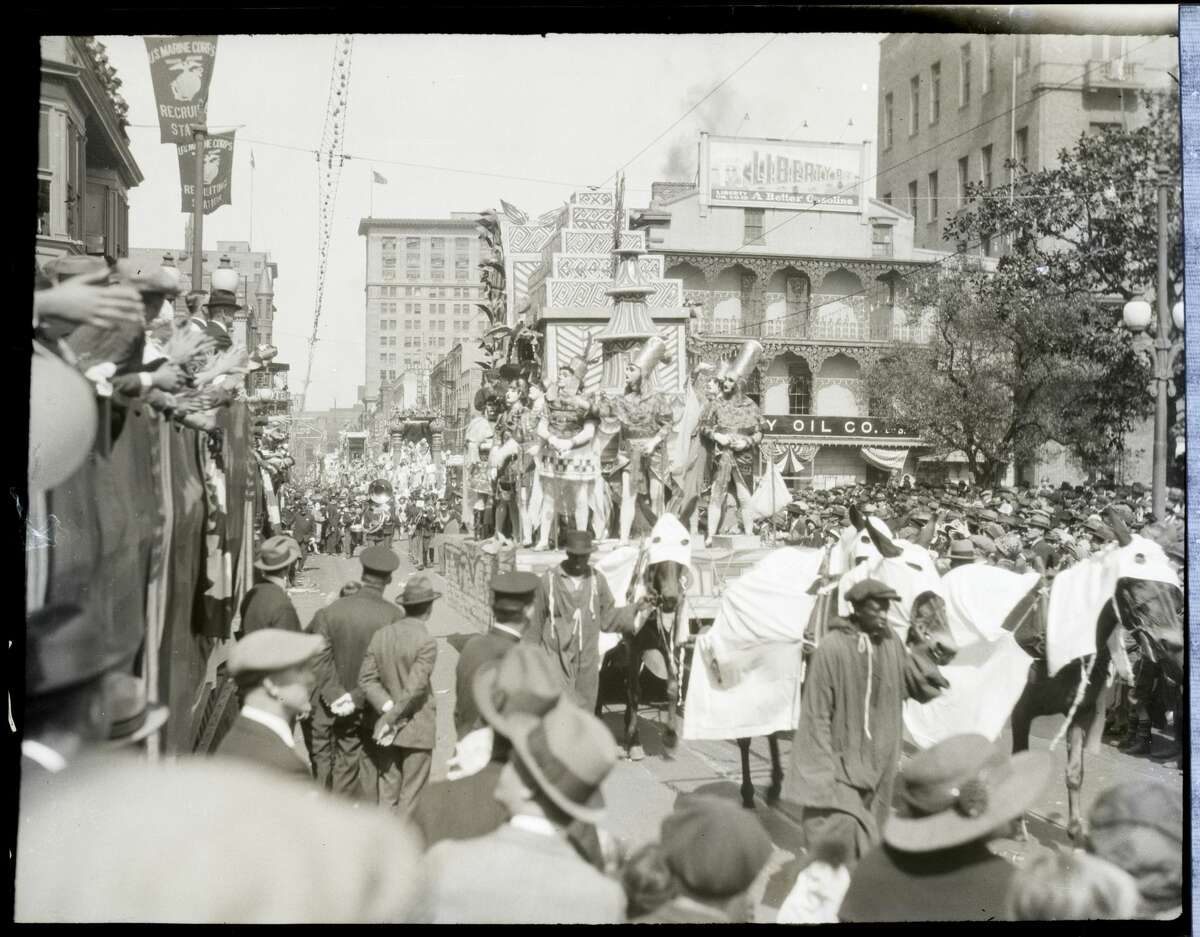 2/27/1925-New Orleans, Louisiana: Above is a general view of the procession during the Mardi Gras, which opened the lenten season here. The Mardi Gras held here is considered the peer of any held and far above any procession in picturesqueness. Living floats thrilled the many thousands of spectators that lined the way.