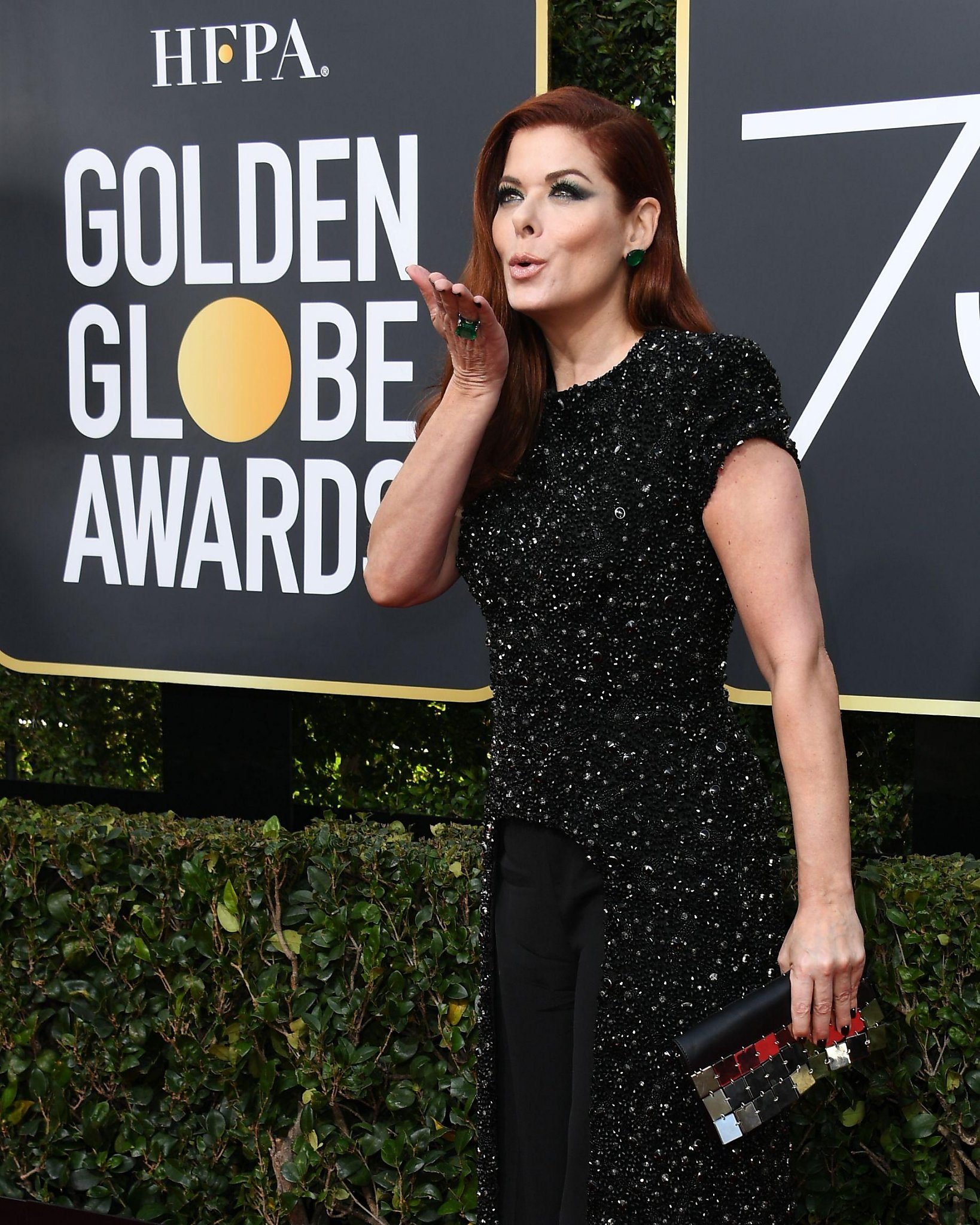 Golden Globes 2018: Debra Messing calls out E! on pay inequality during red carpet