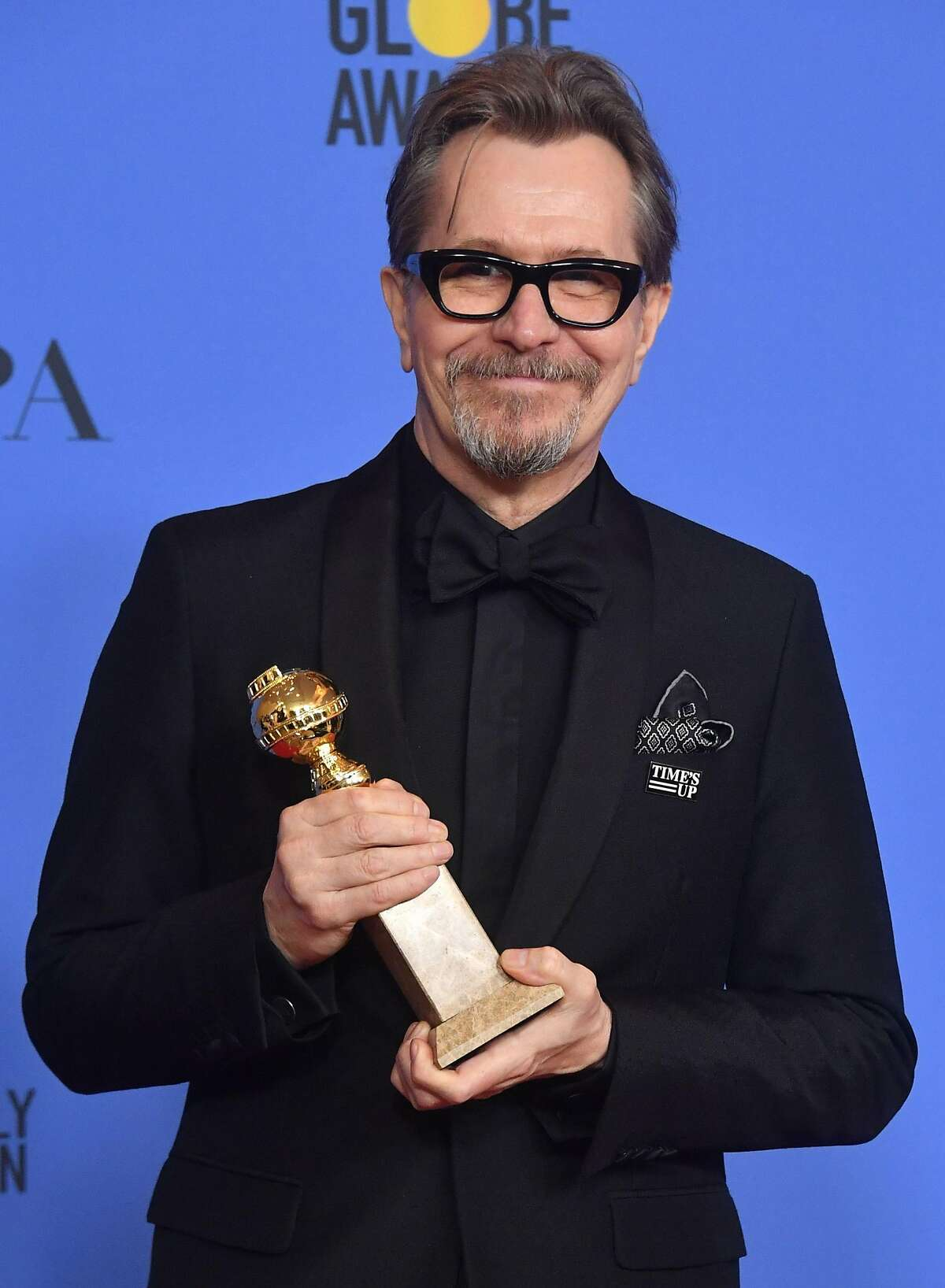 Actor Gary Oldman poses with the trophy for Best Performance by an Actor in a Motion Picture - Drama during the 75th Golden Globe Awards on January 7, 2018, in Beverly Hills, California. / AFP PHOTO / Frederic J. BROWNFREDERIC J. BROWN/AFP/Getty Images