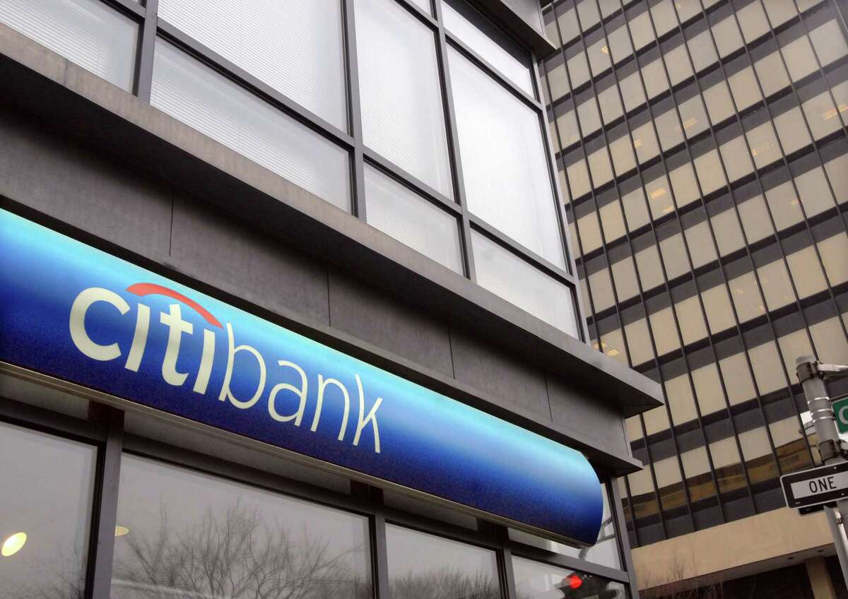 1/19/10 Citibank ML0597F The Citibank at the corner of Church and Chapel Sts. in New Haven. Photo by Mara Lavitt