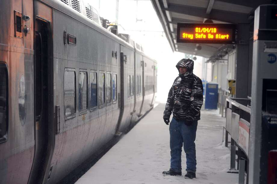 Metro-North trains remained on-time during the snow storm Thursday, seen here in Stratford, Conn. Jan. 4, 2018. Photo: Ned Gerard / Hearst Connecticut Media / Connecticut Post