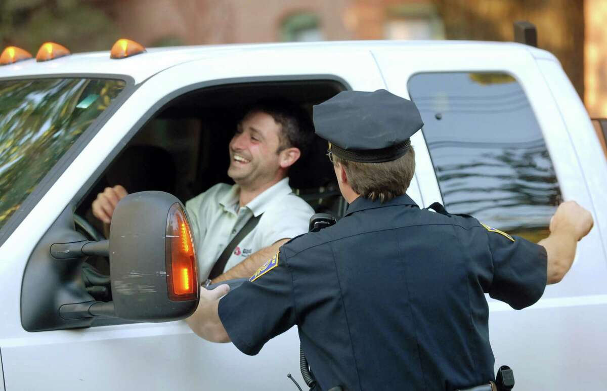 (MS092107)-New Haven police officer, Peter Krause, pulls over Vinnie Giordano to compliment him on his safe driving around Columbus Park. Giordanno lives in the neighborhood and is used to Krause's scrutiny Melanie Stengel/Register