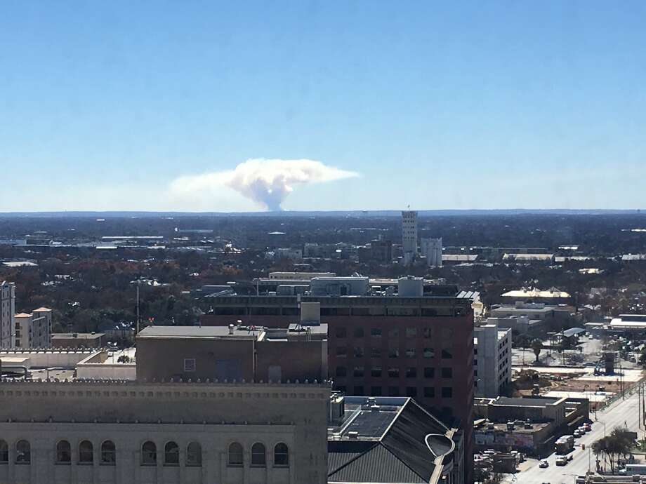 A huge plume of smoke was caused by a controlled agricultural burn in Atascosa County on Monday afternoon. Photo: Thomas Davis/Twitter