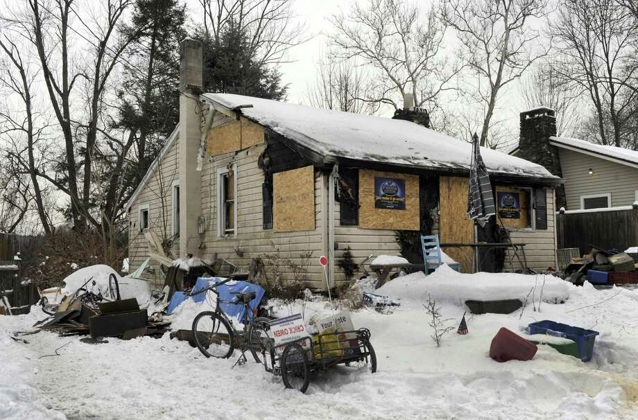A house on Bungalow Terrace in Sandy Hook was badly damages by an early morning fire, Monday, January 8, 2018. Photo: Carol Kaliff / Hearst Connecticut Media / The News-Times