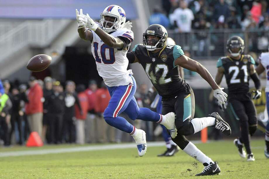 Despite the NFL playoffs starting this weekend, there was a general feeling that something was lacking as new teams with unproven or questionable quarterback play made the cut after injuries around the league. Photo: Phelan M. Ebenhack /Associated Press / FR121174 AP