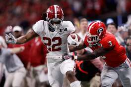 ATLANTA, GA - JANUARY 08: Najee Harris #22 of the Alabama Crimson Tide runs the ball against Roquan Smith #3 of the Georgia Bulldogs during the second half in the CFP National Championship presented by AT&T at Mercedes-Benz Stadium on January 8, 2018 in Atlanta, Georgia.  (Photo by Jamie Squire/Getty Images)