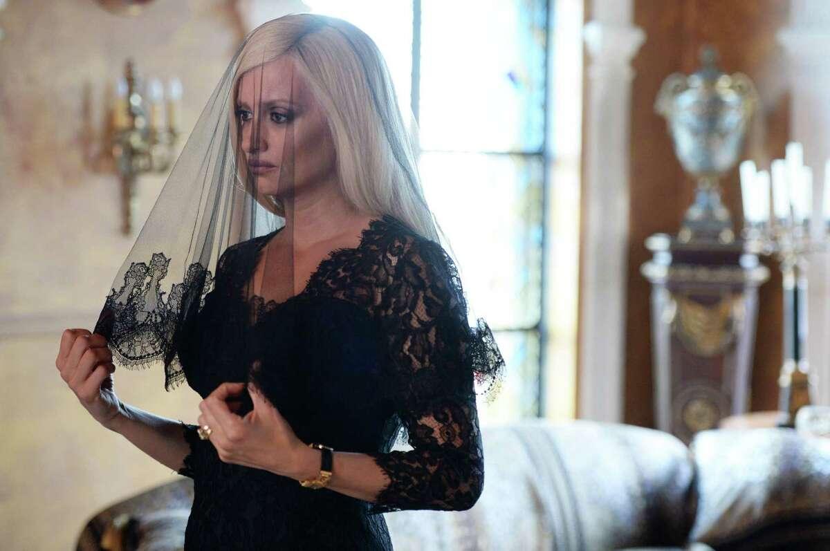 Penelope Cruz plays Donatella Versace in