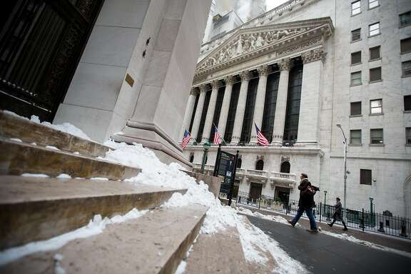 Pedestrians pass in front of the New York Stock Exchange (NYSE) in New York, U.S., on Monday, Jan. 8, 2018. U.S. stocks were mixed, with the S&P 500 Index on track for its first decline of the year, as investors assessed the prospects for corporate earnings, while the dollar strengthened after three straight weekly declines. Photographer: Michael Nagle/Bloomberg