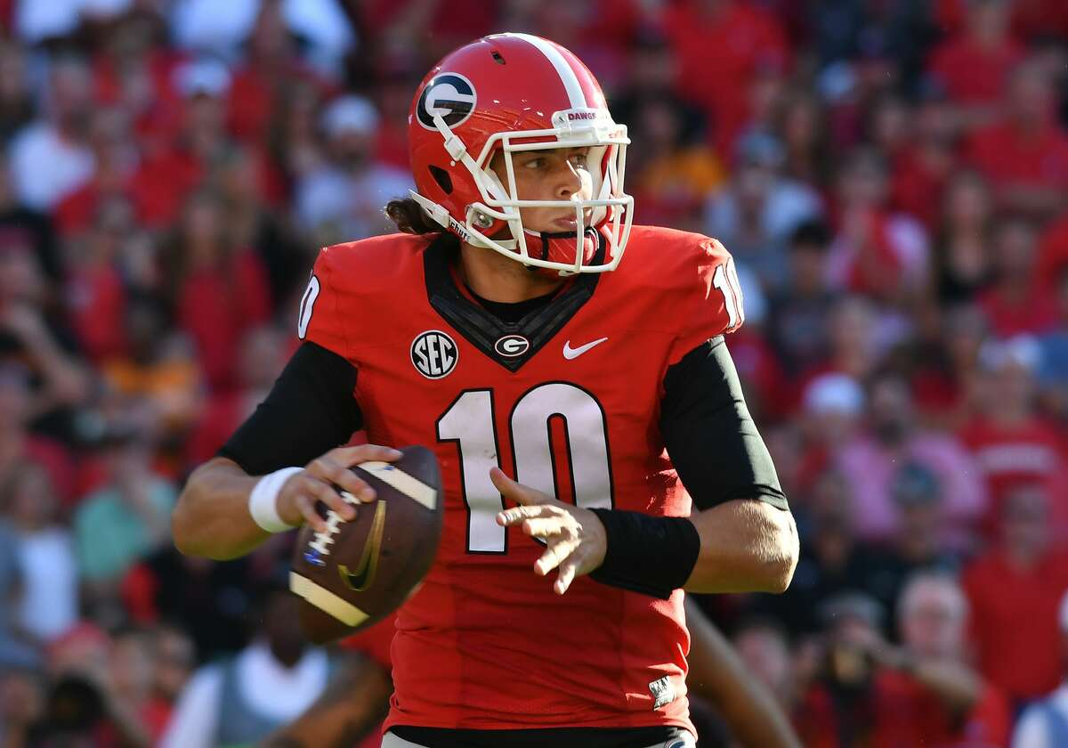 Jacob Eason prepares to throw a pass during the game between the Tennessee Volunteers and the Georgia Bulldogs at Sanford Stadium in Athens, Ga. (Photo by Jeffrey Vest/Icon Sportswire via Getty Images)