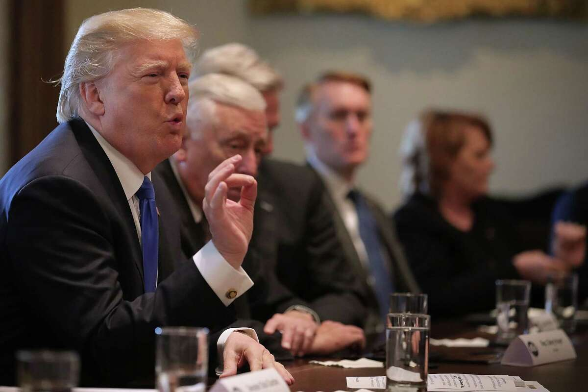 WASHINGTON, DC - JANUARY 09: U.S. President Donald Trump (L) presides over a meeting about immigration with Republican and Democrat members of Congress in the Cabinet Room at the White House January 9, 2018 in Washington, DC. In addition to seeking bipartisan solutions to immigration reform, Trump advocated for the reintroduction of earmarks as a way to break the legislative stalemate in Congress.