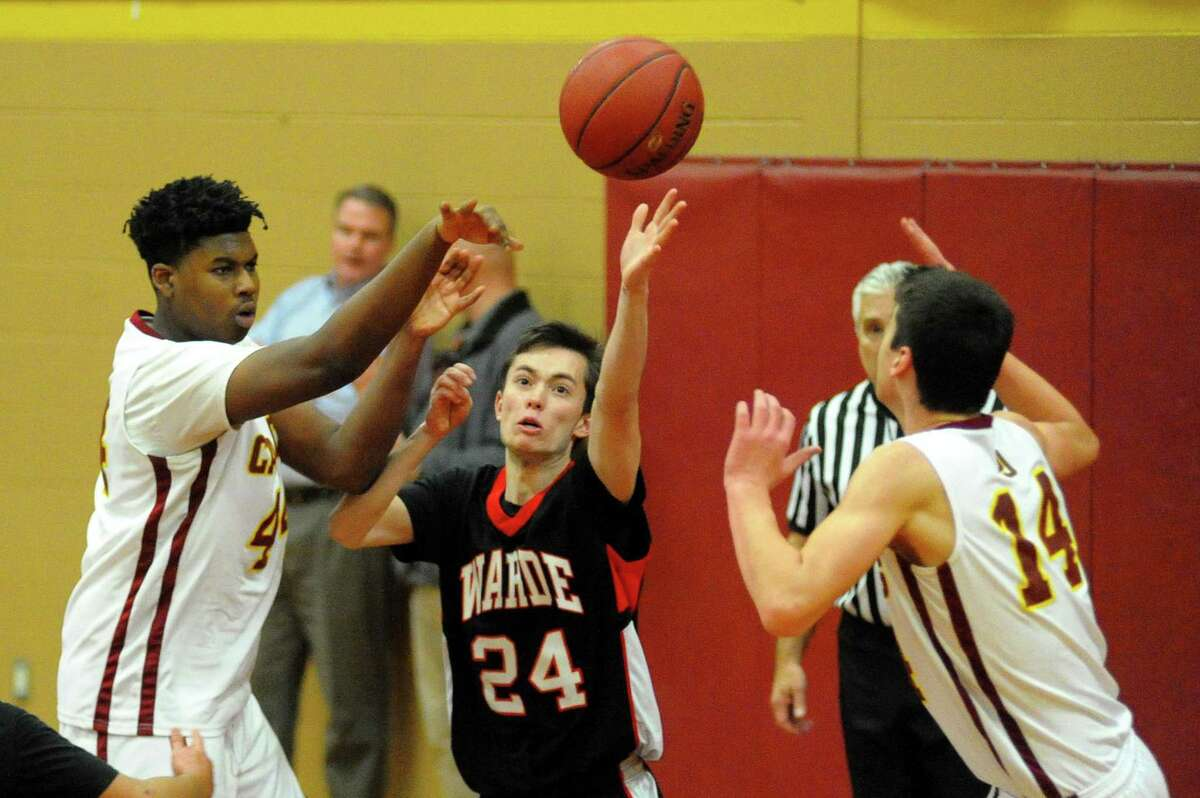 Fairfield Warde's Nick Crescione, center, tries to disrupt a pass by St. Joseph's Tyler Dubose, left, over to Ian Argento during basketball action in Trumbull, Conn., on Tuesday Jan. 9, 2018.