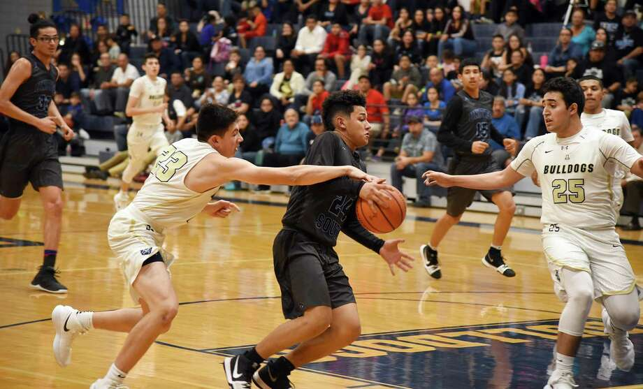 United South hosts Alexander at 7:30 p.m. Tuesday. The Bulldogs rallied for a 75-72 win in the first round. Photo: Christian Alejandro Ocampo /Laredo Morning Times File / Laredo Morning Times