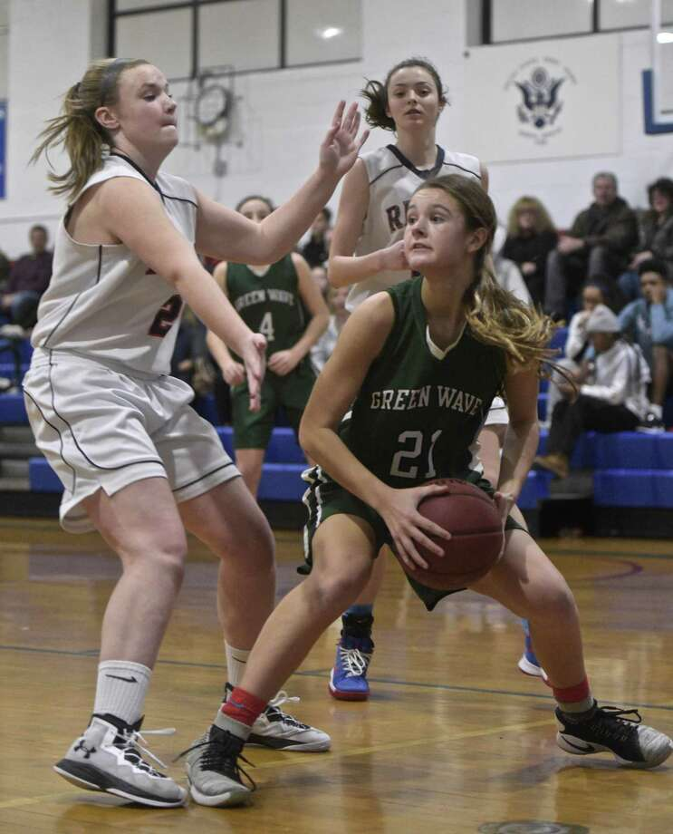 New Milford's Gillian Boss (21), a junior transfer from Florida, is averaging 20 points per game as the Green Wave have gotten off to a 5-1 start. Photo: H John Voorhees III / Hearst Connecticut Media / The News-Times