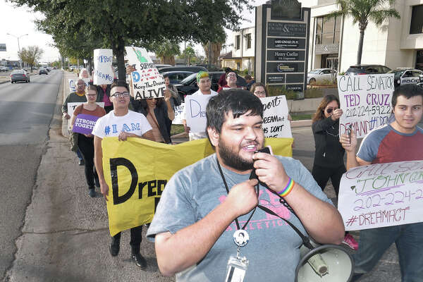 Local Dreamers and members of the Laredo Immigrant Alliance participated in a Rally in front of Congressman Henry Cuellar's office followed by a march to the Laredo Public Library where they held a press conference.