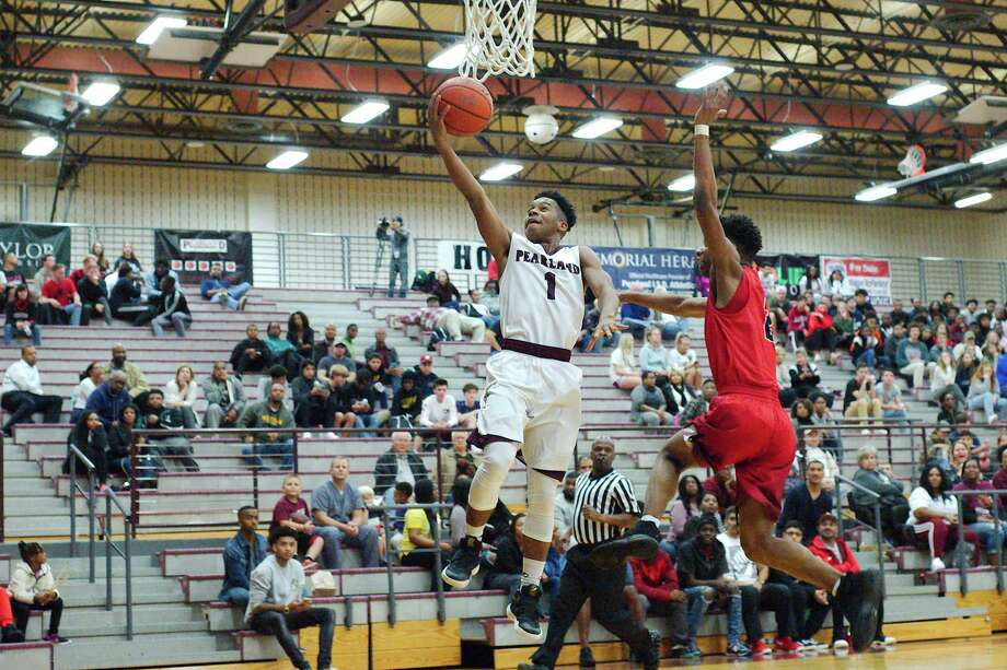 Pearland's Javarious Washington (1), shown here making a layup in the Oilers' first meeting with Dawson, defeated the Eagles Friday night with a 40-foot jumper in overtime give Pearland a 55-54 victory. Pearland has given Dawson its only two losses in district, and the Oilers enhanced their playoff chances with the triumph. Photo: Kirk Sides / © 2018 Kirk Sides / Houston Chronicle