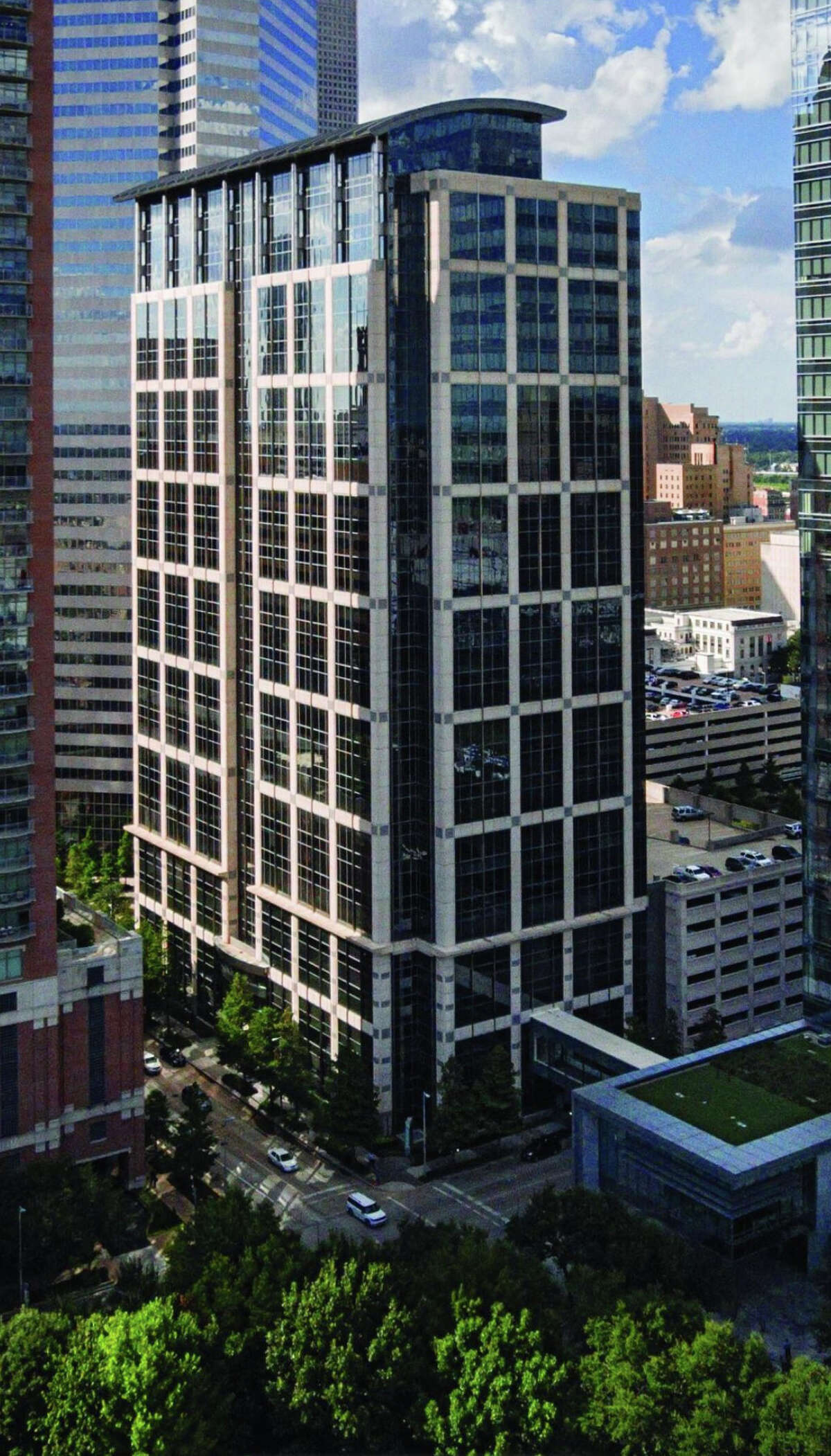Jackson Walker has leased 77,015 square feet at 5 Houston Center, located at 1401 McKinney, Transwestern announced.