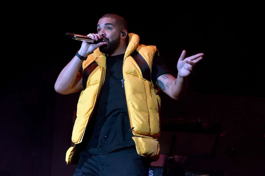 Drake performs on the Coachella Stage during day 2 of the Coachella Valley Music And Arts on April 15, 2017 in Indio, California. Photo: Kevin Winter/Getty Images For Coachella