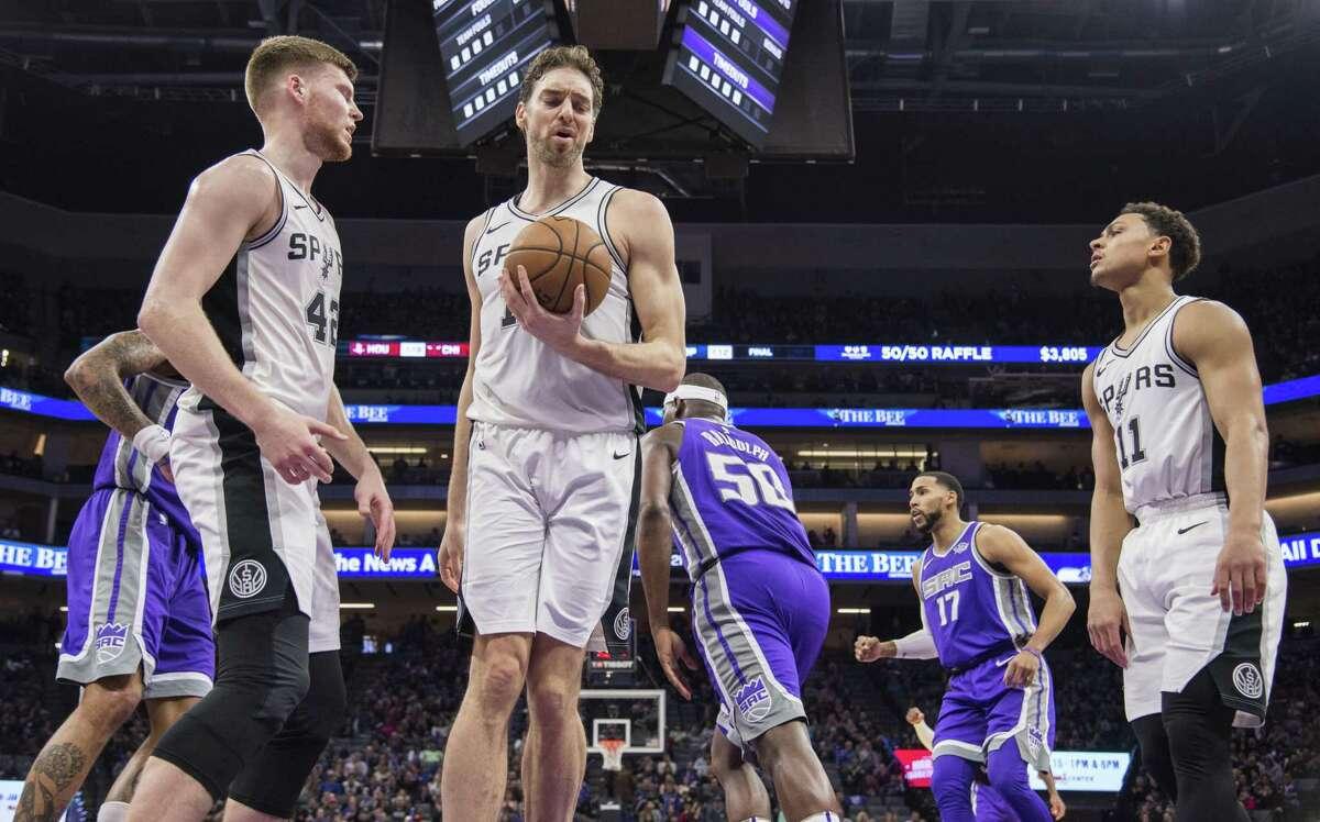 A dejected San Antonio Spurs center Pau Gasol (16) grabs the ball after a basket by the Sacramento Kings on Monday, Jan. 8, 2018 at the Golden 1 Center in Sacramento, Calif. (Hector Amezcua/Sacramento Bee/TNS)