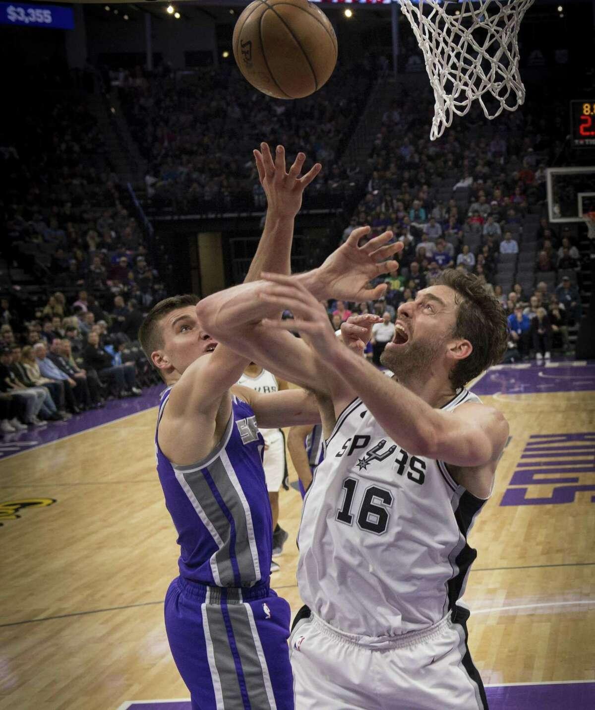 Sacramento Kings guard Bogdan Bogdanovic (8) strips the ball from the San Antonio Spurs center Pau Gasol (16) on Monday, Jan. 8, 2018 at the Golden 1 Center in Sacramento, Calif. (Hector Amezcua/Sacramento Bee/TNS)