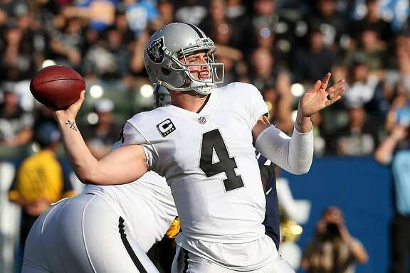 CARSON, CA - DECEMBER 31: Derek Carr #4 of the Oakland Raiders throws a pass during the first half of the game against the Los Angeles Chargers at StubHub Center on December 31, 2017 in Carson, California. (Photo by Stephen Dunn/Getty Images)