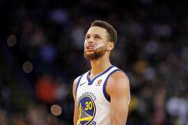 Stephen Curry (30) chews his mouthguard in the second half as the Golden State Warriors played the Denver Nuggets at Oracle Arena in Oakland, Calif., on Monday, January 8, 2018.