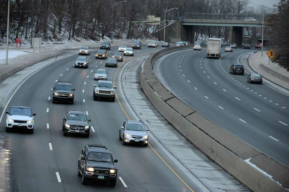 Traffic moves Northbound on I-95 during rush hour in Stamford, Conn. on Wednesday, Jan. 10, 2018. Gov. Dannel Malloy announced that hundreds of projects across the state, including the widening of I-95 from Bridgeport to Stamford, are postponed indefinitely. Photo: Michael Cummo, Hearst Connecticut Media / Stamford Advocate