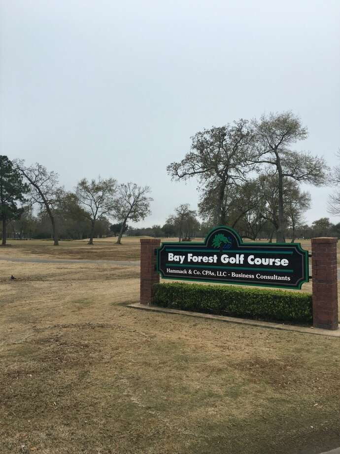 Bay Forest Golf Course on the afternoon of Jan. 10. A decomposing body had been found at the golf course at 8 a.m. Photo: Y.C. Orozco/Houston Chronicle