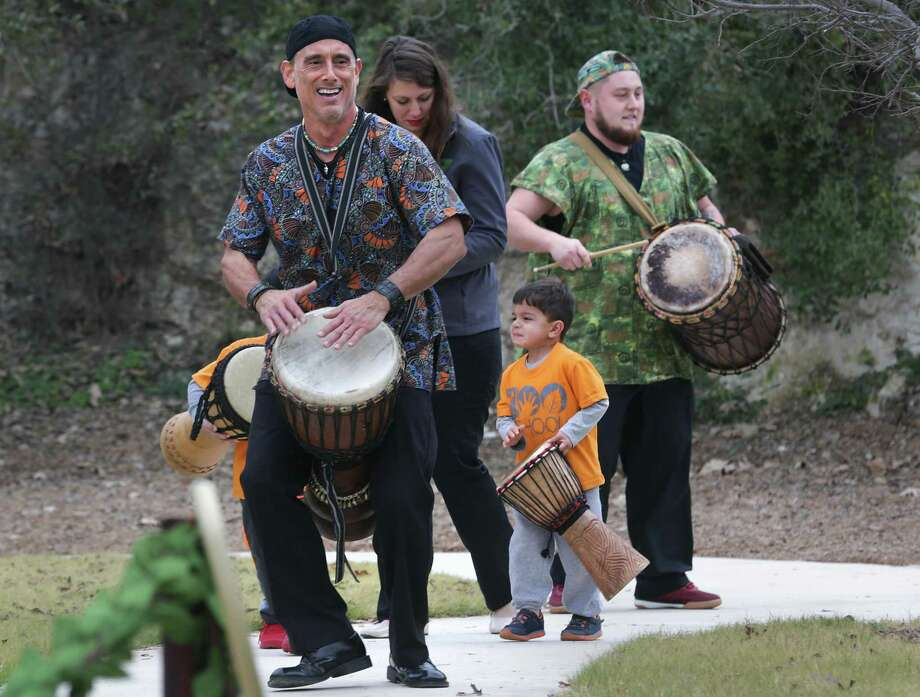 David Montalvo leads a drum line including students and teachers at the opening of the Will Smith Zoo School. Photo: Bob Owen / San Antonio Express-News / ©2017 San Antonio Express-News