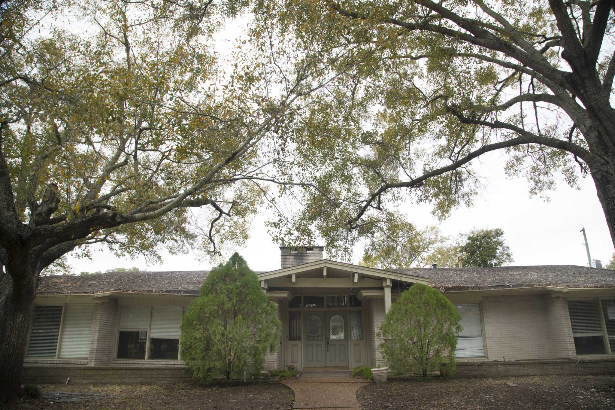 Home elevation program in houston draws criticism for Houston house elevation