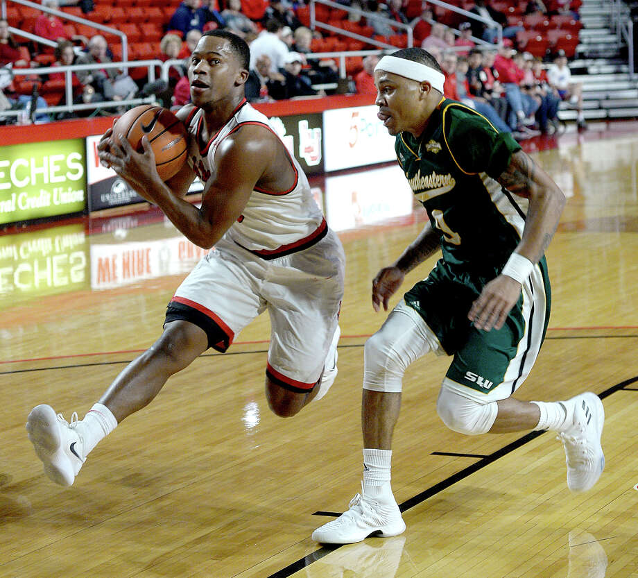 Lamar's Torey Noel looks to maneuver past Southeastern Louisiana's Marlain Veal during their match-up Wednesday at the Montagne Center. Photo taken Wednesday, January 10, 2018 Kim Brent/The Enterprise Photo: Kim Brent / BEN
