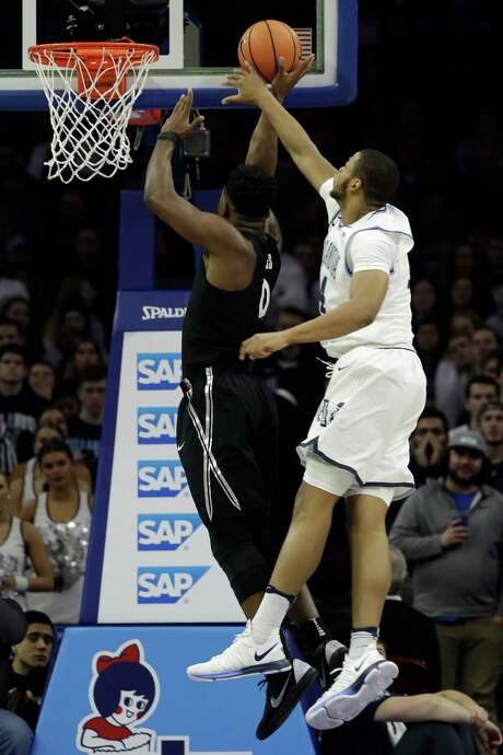 Villanova's Omari Spellman, right, pulls a surprise on Xavier's Tyrique Jones with a block from behind. Photo: Matt Slocum, STF / Copyright 2018 The Associated Press. All rights reserved.