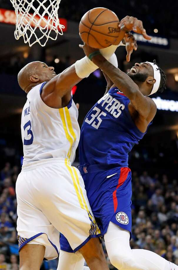 Golden State Warriors' David West fouls Los Angeles Clippers' Willie Reed in 4th quarter during Clippers' 125-106 win in NBA game at Oracle Arena in Oakland, Calif., on Wednesday, January 10, 2018. Photo: Scott Strazzante, The Chronicle